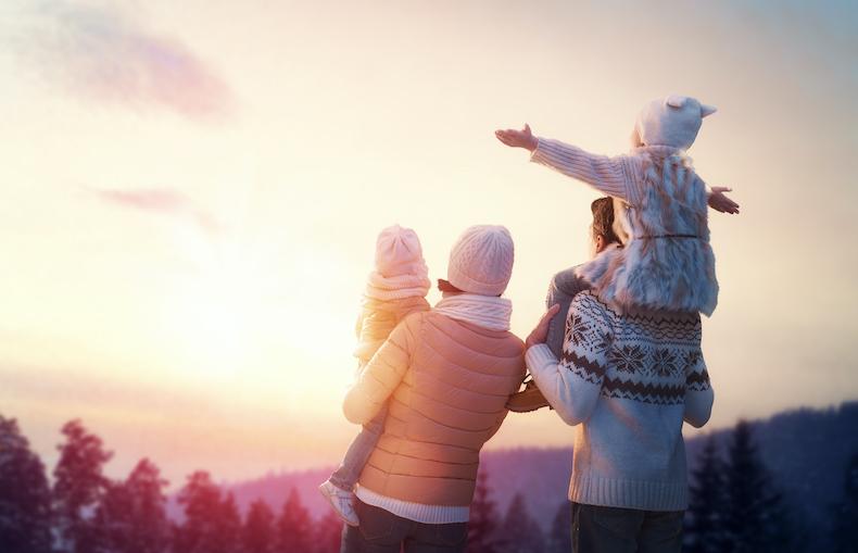 冬の空と家族の写真